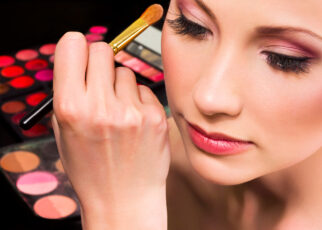 cách make-up để bạn trẻ hơn