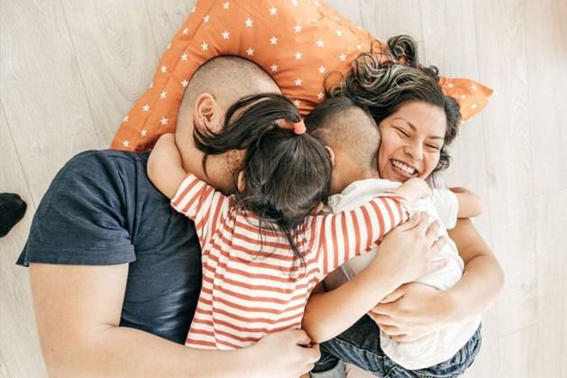 Những đứa trẻ lớn lên trong gia đình có sự yêu thương của cha mẹ thường rất tự tin.
